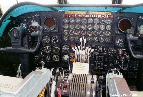 b-52d.jpg (78395 bytes)